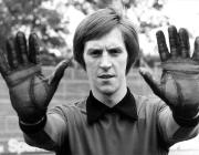 1971/72 Jürgen Bradler - Neue Torwarthandschuhe mit Noppen